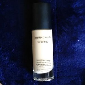 bareMinerals Makeup - Bare Minerals BarePro Performance Wear Foundation